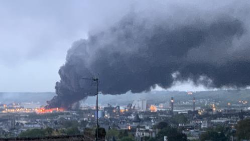 Incendie de l'usine Lubrizol: plus de 100maires et élus normands interpellent Edouard Philippe dans une lettre