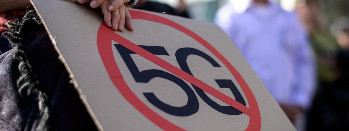 Une pancarte contre la 5G lors d\'une manifestation organisée à Berne (Suisse), le 21 septembre 2019.