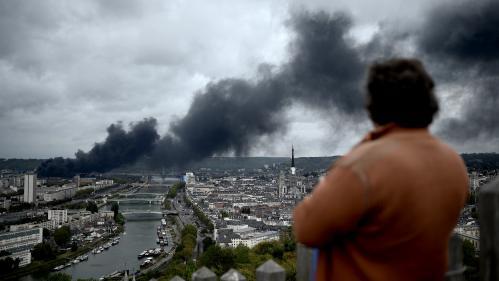 """""""On est là pour aider les gens à ne pas tomber dans l'irrationnel"""" : à Rouen, la cellule psychologique écoute et rassure les habitants après l'incendie"""