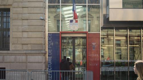 Paris : un homme armé d'un couteau blesse au moins un policier dans la cour de la préfecture de police