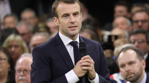 """DIRECT. Réforme des retraites : """"Dans la nouvelle réforme, l'âge légal ne bougera pas"""", assure Emmanuel Macron lors de son débat avec les Français à Rodez"""