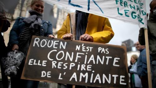 Incendie à Rouen : des débris contenant de l'amiante retrouvés à proximité de l'usine Lubrizol