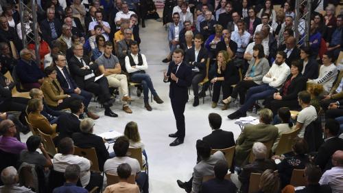 """Grand débat sur les retraites à Rodez : """"Emmanuel Macron est en train de faire de la propagande"""""""