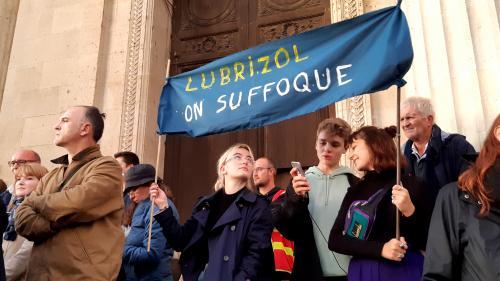 """""""Rappelez d'ici 24 à 48 heures"""": on a testé le numéro vert mis en place après l'incendie de Lubrizol"""