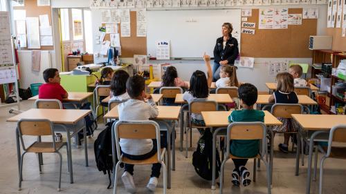 """""""On fait deux boulots en un"""": après le suicide de Christine Renon, des directeurs d'école racontent un """"malaise généralisé"""""""