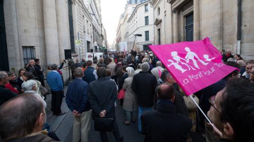 """Manif pour tous, militants catholiques, veilleurs... Qui défile sous la bannière de """"Marchons enfants"""" pour s'opposer à la PMA pour toutes ?"""