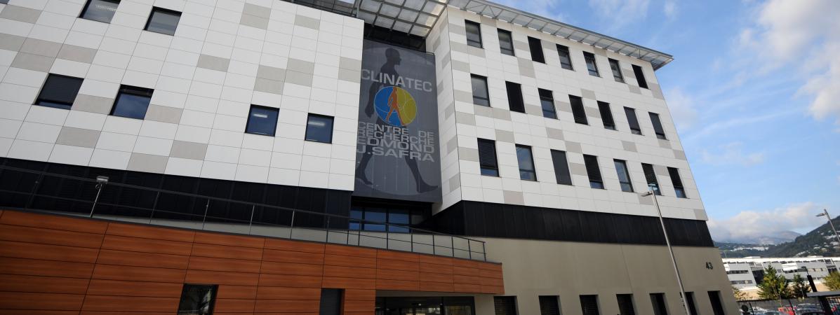 Grenoble : un exosquelette révolutionnaire a permis à un tétraplégique de remarcher