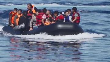 Grèce : les migrants affluent par milliers vers Lesbos