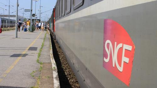"""""""J'ai passé la nuit sur un siège"""" : des voyageurs ont dormi en gare de Toulon, le trafic SNCF reprend normalement"""