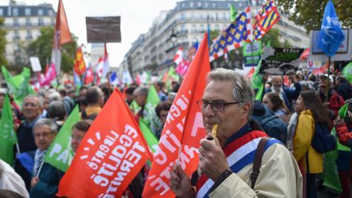 """DIRECT. """"Rien n'est jamais joué d'avance en politique"""" : les opposants à la PMA pour toutes les femmes manifestent dans les rues de Paris"""