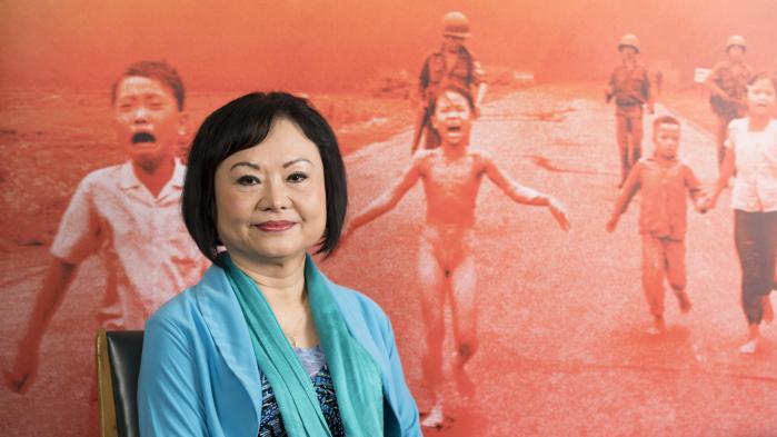"""Kim Phuc, """"la petite fille au napalm"""" photographiée au Vietnam il y a 47 ans, se raconte dans """"Sauvée de l'enfer"""""""