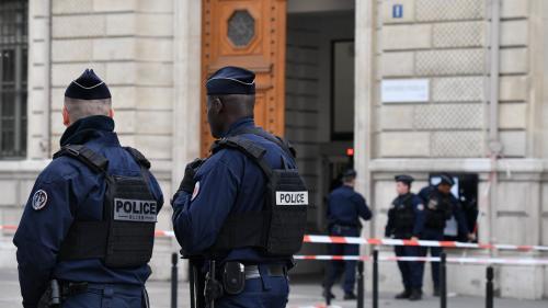 """VIDEO. """"Pose ton arme"""": le jeune policier qui a abattu Mickaël Harpon témoigne"""