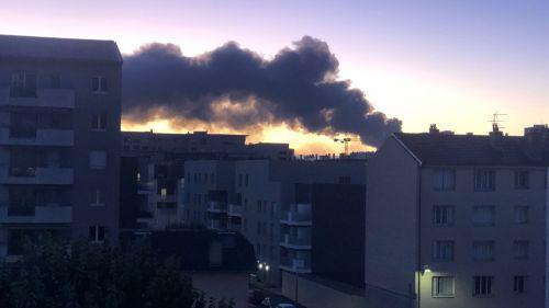 Lyon : important incendie dans une entreprise de Villeurbanne
