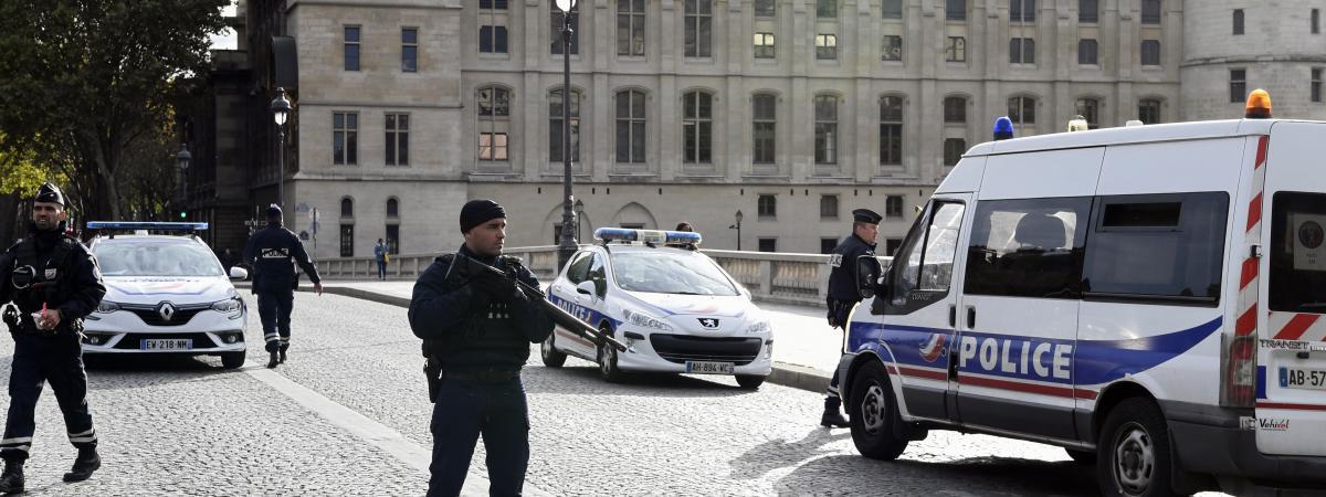 Des policiers après l\'attaque au couteau à la préfecture de police de Paris, le 3 octobre 2019.