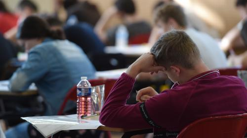 "Contrôle continu du nouveau bac : le Snes-FSU dénonce ""un niveau inédit d'impréparation"" et demande la suppression de la session de janvier (5/5)   https://www.francetvinfo.fr/societe/education/reforme-du-bac/epreuves-communes-de-controle-continu-au-bac-2"