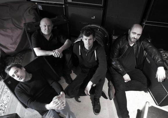 De gauche à droite :Luc Robène(guitare),Denis Barthe (batterie),Vincent Bosler (chant, guitare),Olivier Mathios (basse)