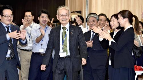 Prix Nobel de chimie : un Japonais, un Américain et un Britannique récompensés pour avoir inventé et développé les batteries au lithium-ion