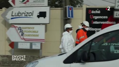 """VIDEO. """"Il faut une stratégie de décontamination"""" : associations et scientifiques s'inquiètent des conséquences de l'incendie de Rouen"""