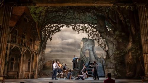 Des migrants jouent leur propre rôle à l'Opéra de Rome