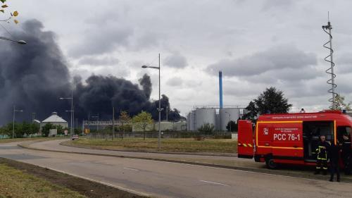 Incendie de Lubrizol à Rouen : des perquisitions sont en cours dans les locaux administratifs de l'entreprise