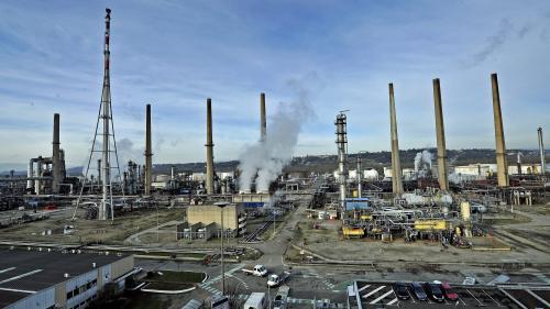 """""""On y pense tous les jours"""" : à Feyzin, où se trouvent trois usines Seveso, les habitants ont l'incendie de Rouen en tête"""