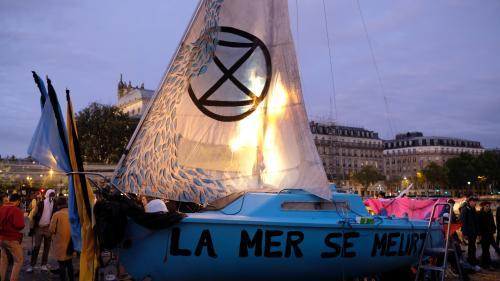 """""""On est un peu étonnés qu'ils nous laissent faire"""": les militants d'Extinction Rebellion surpris par la réaction des forces de l'ordre à Paris"""