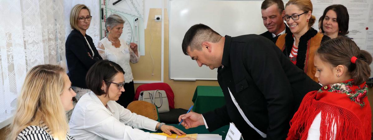 Elections législatives en Pologne : l'exonération fiscale totale pour tous les jeunes, une mesure qui fait ...