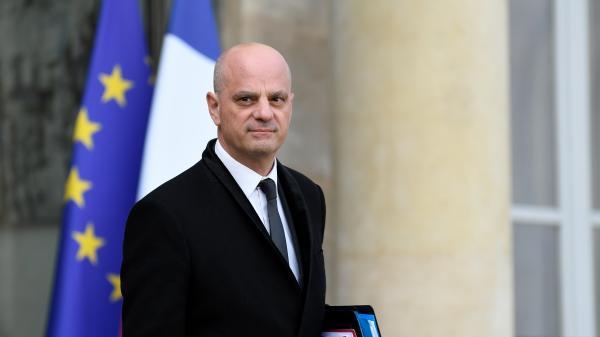 """Femme voilée prise à partie par des élusRN: """"Le voile n'est pas souhaitable dans notre société"""", réagit le ministre Jean-Michel Blanquer"""