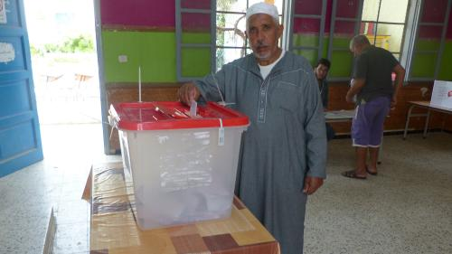 Présidentielle en Tunisie : au cœur des bureaux de vote de Tunis