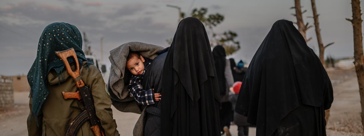 Des femmes et enfants de djihadistes au camp d\'Al-Hol, au nord-est de la Syrie, en février 2019.