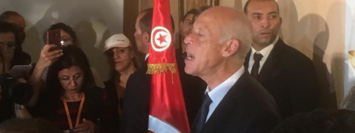 Présidentielle en Tunisie : la joie de la foule à Tunis contraste avec le visage impassible du nouveau prés...