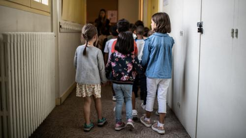 Des garçons refusent-ils de tenir la main des filles à l'école pour des raisons religieuses, comme le dit Jean-Michel Blanquer?