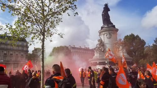 DIRECT. Plusieurs milliers de pompiers manifestent à Paris pour dénoncer un manque de moyens