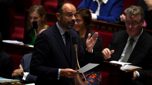 """VIDEO. Port du voile : pour Edouard Philippe, """"l'enjeu"""" n'est pas """"de faire une loi sur les accompagnants scolaires"""""""