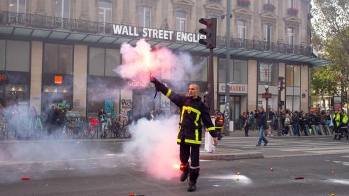 DIRECT. Manifestation de pompiers à Paris : les forces de l'ordre font usage de canons à eau et de gaz lacrymogènes pour disperser le cortège