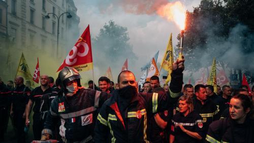 """""""On en a ras-le-bol de sortir pour tout et n'importe quoi"""" : la colère des pompiers dans les rues de Paris"""