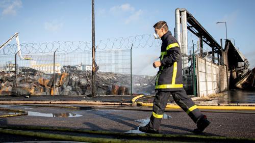 """Incendie de l'usine Lubrizol à Rouen: au moins cinq pompiers présentent des """"bilans hépatiques perturbés"""""""