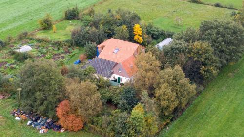 """Pays-Bas : un père et ses six enfants découverts reclus dans une ferme où ils attendaient """"la fin des temps"""""""