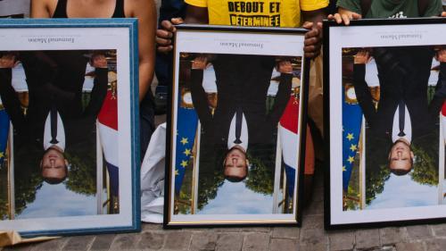 Portraits de Macron décrochés à Paris: huit militants condamnés à 500euros d'amende chacun