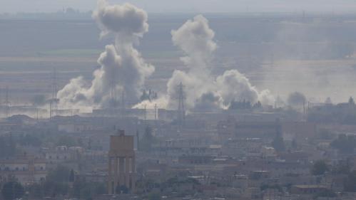 """Offensive turque en Syrie : les forces kurdes annoncent """"le gel"""" de leurs opérations contre le groupe Etat islamique"""