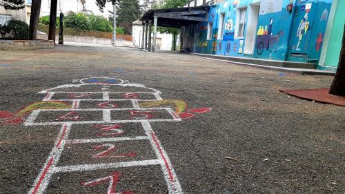 Vienne : un enfant de deux ans et demi oublié dans la cour de son école maternelle