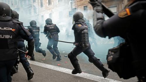 """DIRECT. """"Grève générale"""" en Catalogne : des tensions éclatent à Barcelone où manifestent plus de 500 000 indépendantistes"""