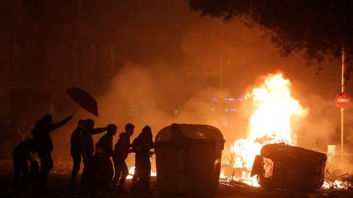 """DIRECT. """"Grève générale"""" des indépendantistes en Catalogne : barricades enflammées et affrontements dans les rues de Barcelone"""