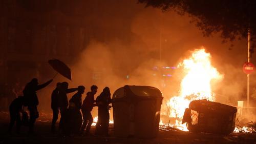 """""""Grève générale"""" des indépendantistes en Catalogne : scènes de chaos et affrontements dans les rues de Barcelone"""