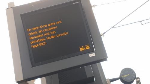 """Trafic perturbé à la SNCF: """"On nous a laissés sur le carreau"""", dénonce une association d'usagers"""