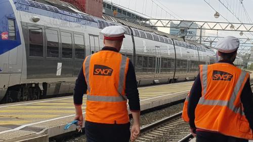 """Droit de retrait à la SNCF: la CGT """"souhaite que la direction annonce des négociations immédiates sur le retour des contrôleurs dans les trains"""""""