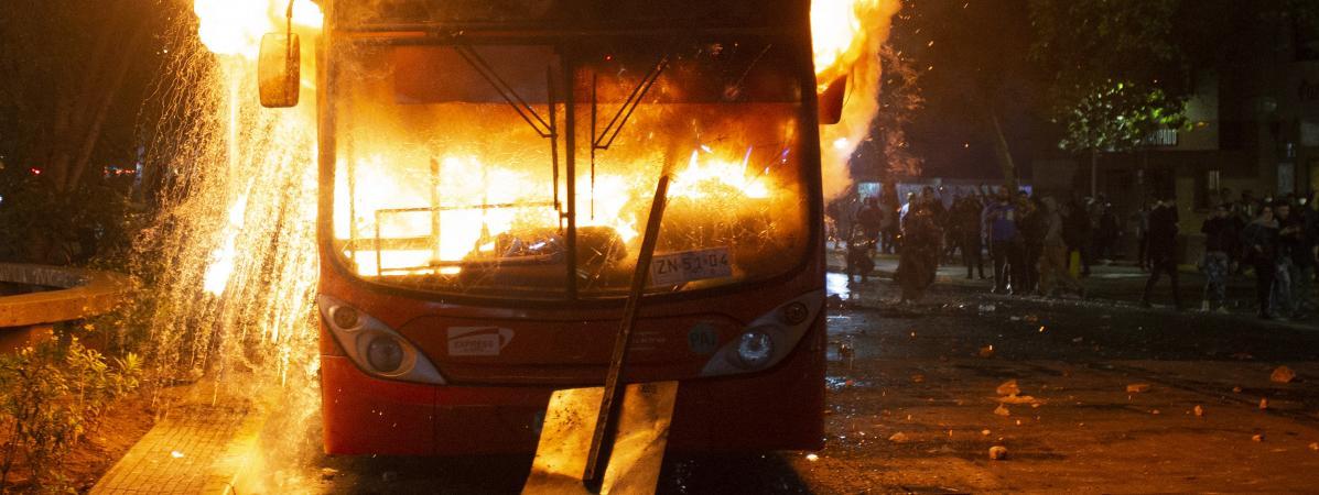 Chili : état d'urgence décrété après de violentes manifestations dues à la hausse du prix du métro