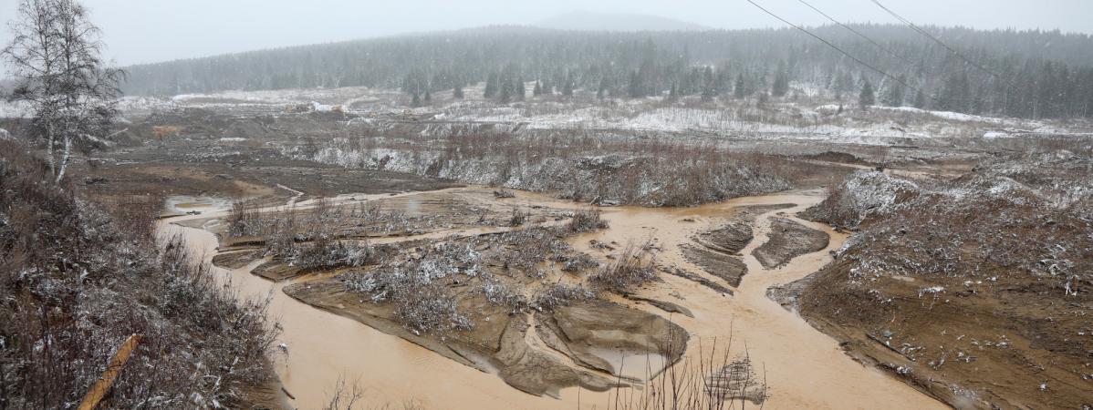 Russie : au moins 15 morts et 13 disparus après la rupture d'un barrage en Sibérie