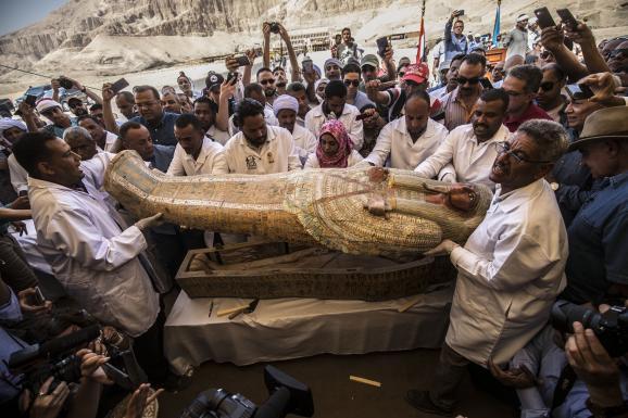 L\'un des sarcophages découverts la semaine dernière à Assasif, près de Louxor, dans la Vallée des rois, et montré ce samedi 19 octobre.