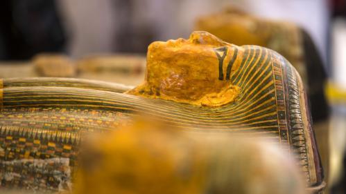 Louxor : découverte de trente sarcophages en bois peint de plus de 3000ans en excellent état